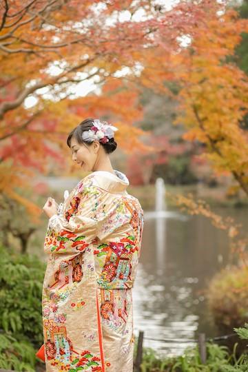 紅葉とオレンジの色打掛が似合う花嫁